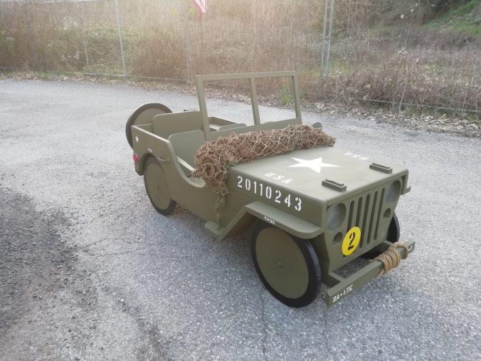 jeep in legno da esposizione
